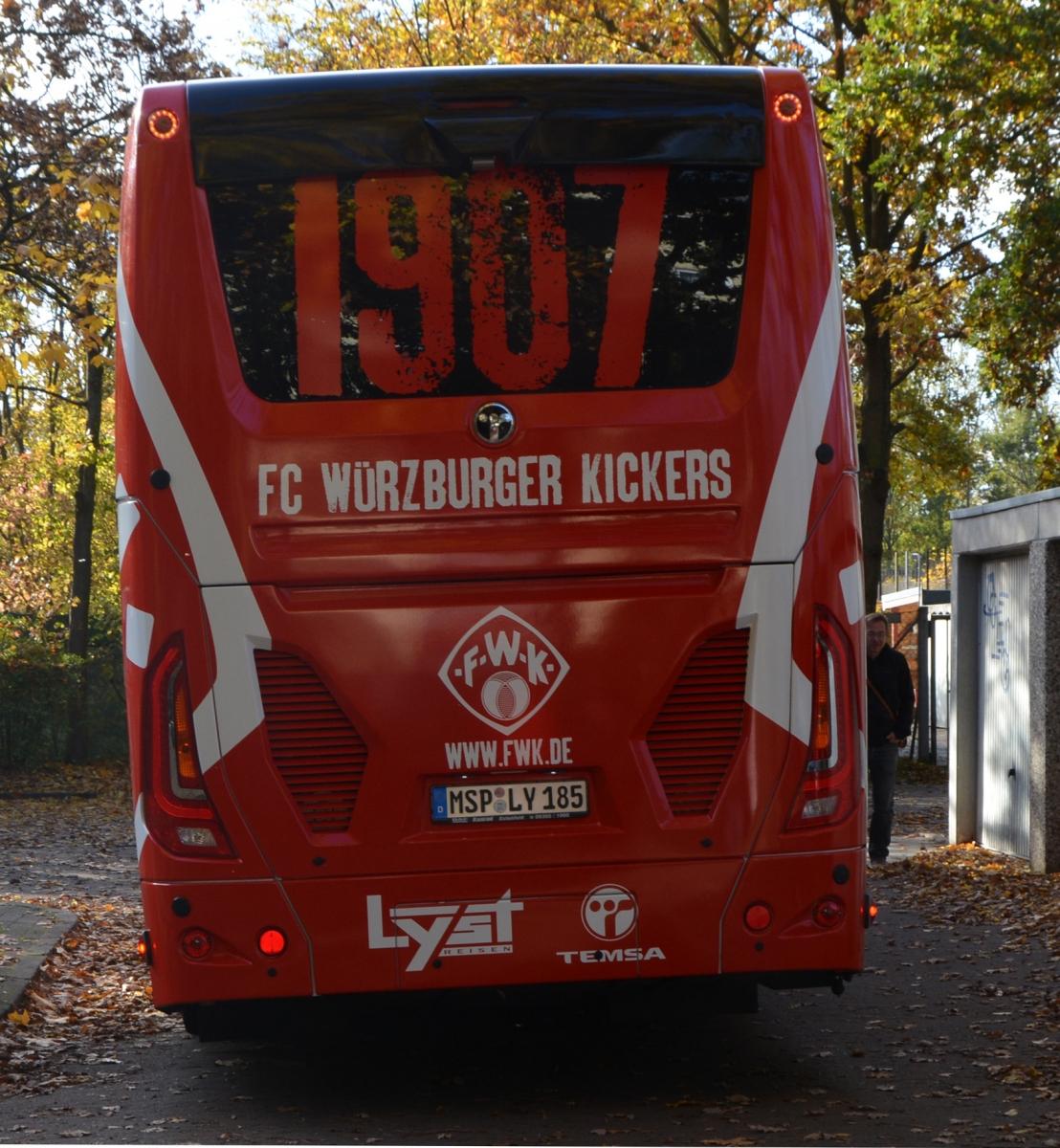Willkommen! Die Würzburger Kickers zu Gast auf der Sportanlage Hannover-Döhren ...